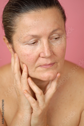 Mature, naturally beatuful older woman