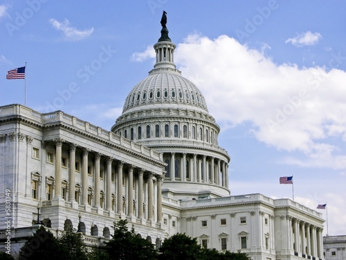 Leinwanddruck Bild US Capitol Building with 3 Flags Flying