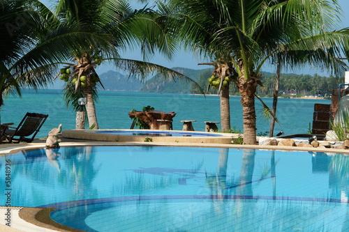 piscine et vue paradisiaque von lizenzfreies foto 5848936 auf. Black Bedroom Furniture Sets. Home Design Ideas
