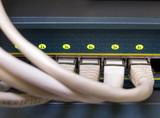Router mit Netzwerkkabeln poster