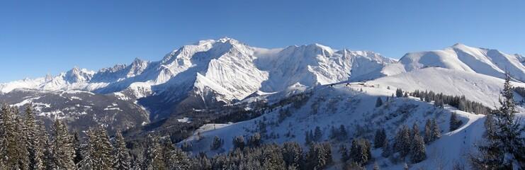panorama massif du mont blanc et mont joly en hiver