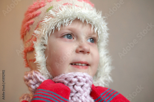 An image of a girl in red mittens