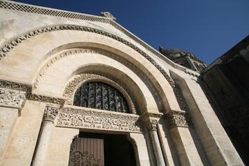 Porte de la cathédrale Saint-Pierre