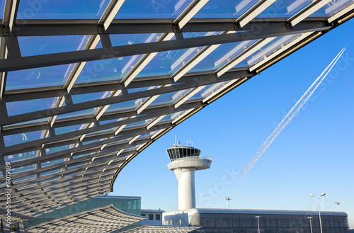 Plexiglas Luchthaven modern construction with airport control tower