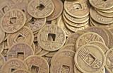 starých čínských mincí v hromadu