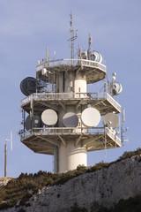 Antenne et parabole de télécommunication