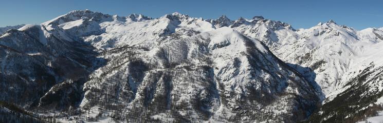 Les sommets enneigés du Mercantour