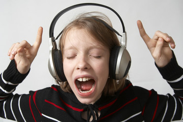 Young girl listening to the music wth headphones