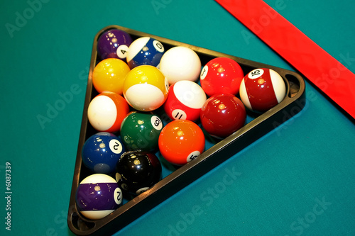 Staande foto Close-up shot of pool table and balls in triangle