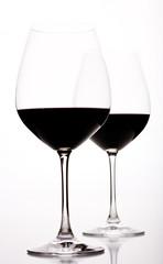 Formatfüllendes halb volles Weinglas