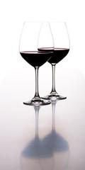 2 Weingläser mit Spiegelung