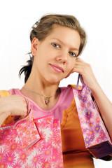 Junge Frau mit Shoppingtaschen