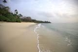 Fototapety Mombassa beach in early morning glow of sunrise.