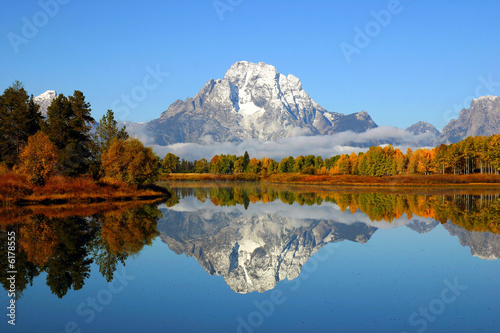 Leinwanddruck Bild Reflection of mountain range in lake, Grand Teton National Park