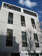 Immeuble moderne gris en béton et verre, Paris