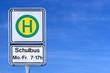 Leinwanddruck Bild - Schulbushaltestellenschild