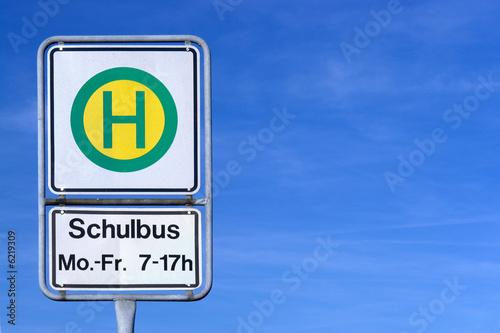 Leinwanddruck Bild Schulbushaltestellenschild