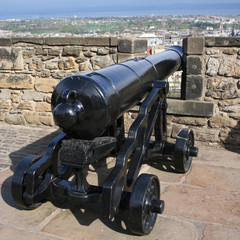 cannon and wall of Edinburgh castle