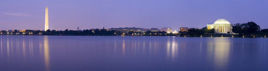 Panoramic of the Washington & Jefferson Memorials at night  © RCP Photo