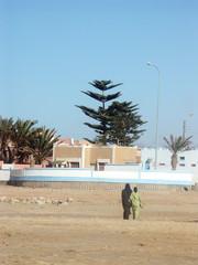 des femmes marocaines se promenent