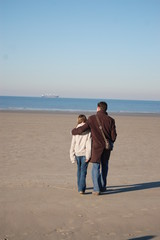père et fille à la plage