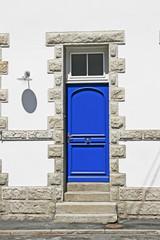 Larmor-Plage, Hausdetail, blaue Tür, Bretagne