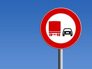 Segnale divieto di sorpasso per camion
