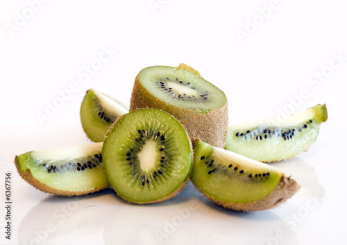 how to cut kiwi fruit video