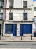 Boutique bleue fermée poster