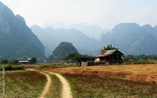 paysage de campagne asiatique vang vieng laos de photo libre de droits 6424971 sur. Black Bedroom Furniture Sets. Home Design Ideas