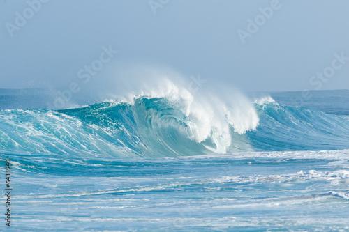 cresting wave - 6433940