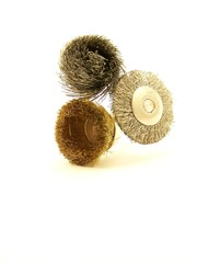 Three drill accessories with wire bristles, arranged vertically.