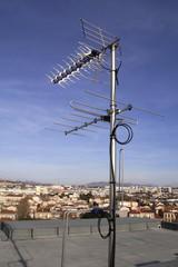 Antenne collective sur toit d'immeuble