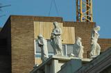 Musas en la fachada de un teatro poster