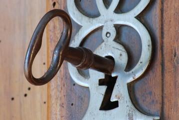 clé et serrure ancienne