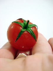 Mano tomate