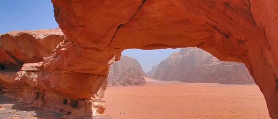 Arco nel deserto di Wadi Rum