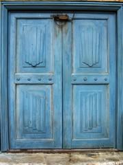 vieilles portes bleues