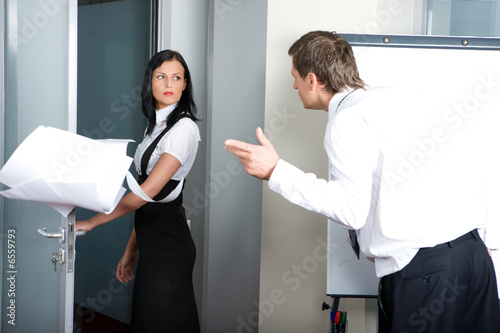 boss shouting on an assistant2
