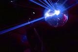boule a facettes avec rayons laser bleu soirée en discothèque poster