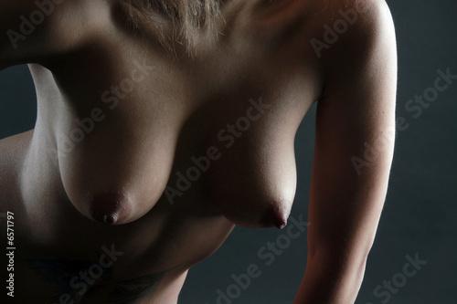 Jolie poitrine nue