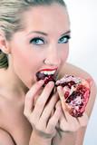 blond blondine frucht eva frau weiblich mädchen poster