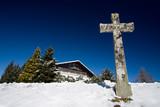 croix crucifix religion chrétien chalet montagne église symbole poster