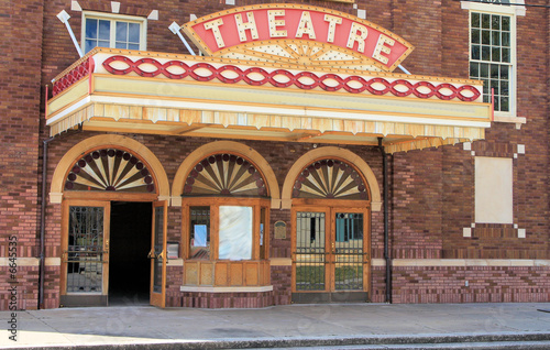 Vintage old time movie theatre marque - 6645535