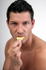 mann biss bissig chip aggressiv