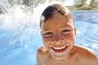 enfant dans la piscine