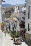 Fototapety Blumenstraße in El Gastor mit Blick auf die Dorfkirche