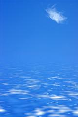 petit nuage sur océan