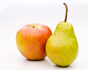 Apfel mit Birnen vergleichen - aneinandergelehnt