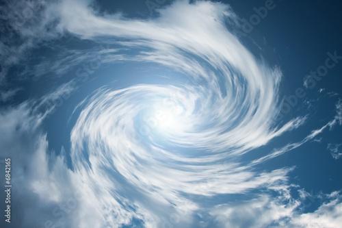 poruszajace-sie-wirujace-chmury